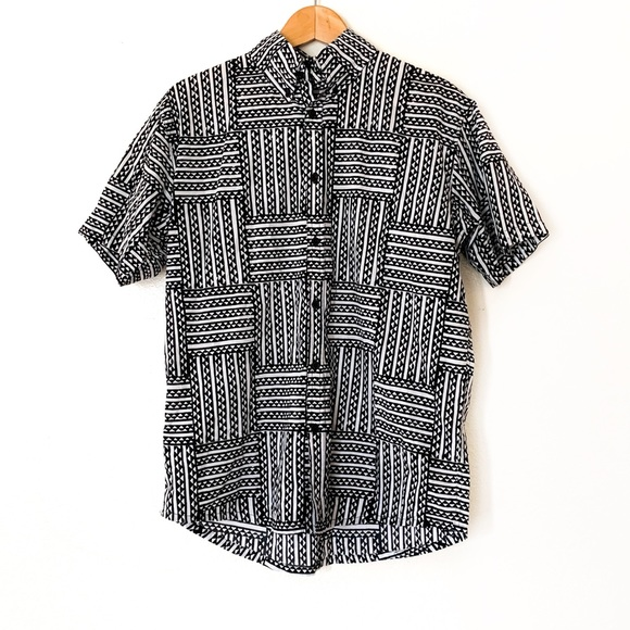 ManaOla Other - ManaOla Black and White Button Down Aloha Shirt
